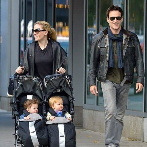 Stephen Moyer and Anna Paquin with Children